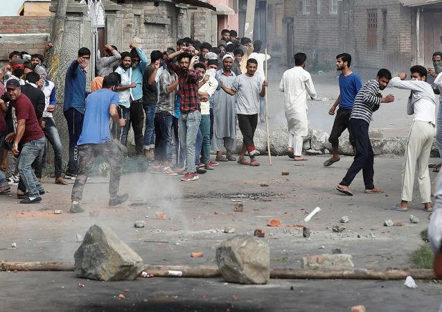 Hindistan'ın Cemmu Keşmir bölgesinde protestolara polis müdahalesi