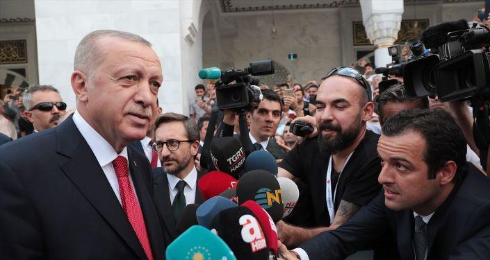 Türkiye Cumhurbaşkanı Recep Tayyip Erdoğan, cuma namazını Melike Hatun Camii'nde kıldı.