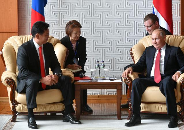 Rusya Devlet Başkanı Vladimir Putin ve Moğolistan Devlet Başkanı Haltmaagiyn Battulga