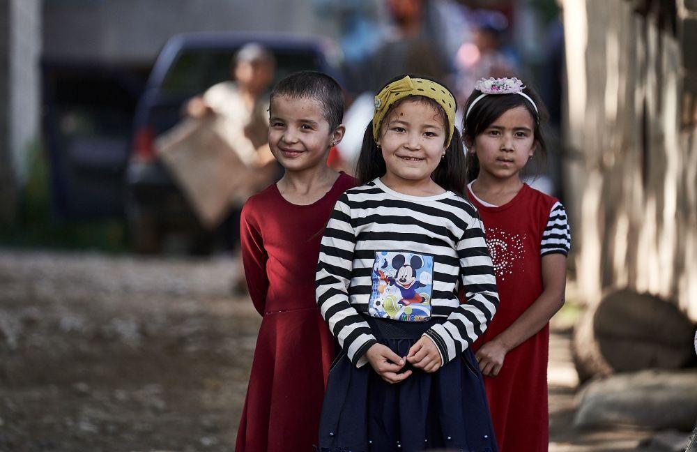 Richard Watson'un  Kırgızistan gezisi sırasında çektiği Kırgızlar ve ükede yaşayan başka halkların temsilcilerinin portre fotoğraflarından bir tanesi.