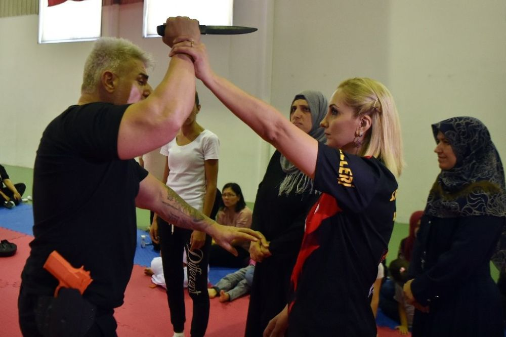 EGO Spor Kulübü tarafından düzenlenen 'self defans' eğitiminin ilk gününde derse yoğun ilgi gösteren kadınlar, 'özgüvenlerinin arttığını' belirterek düşüncelerini anlattılar.