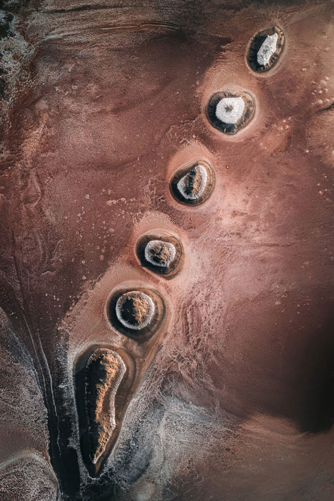 Hegen'in havadan çektiği bu fotoğrafta deniz tuzu üretimi süreci görüntülendi.