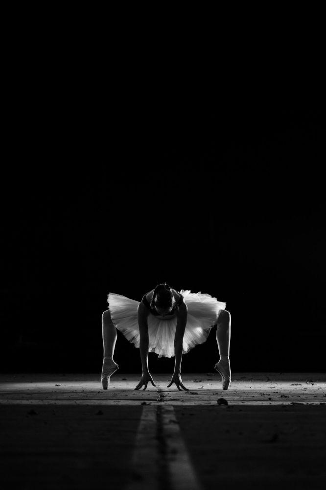 Yunan yarışmacı Markellos Plakitsis'in Atina'daki stadyumda çektiği 'Dansçı' fotoğrafı.