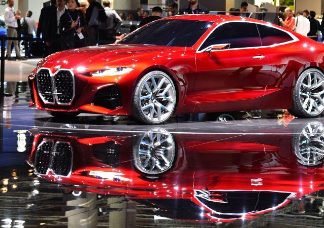 Alman otomotiv devlerinden biri olan BMW  fuarda M Division konsept modellerini öne çıkarttı. Bu otomobiller markanın gelecek yıllardaki modelleri hakkında önemli detaylar taşıyor.