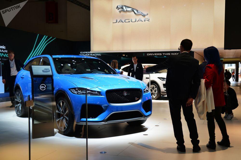 Hindistanlı TATA Grubu'nun çatısının altında yer alan Jaguar, merakla beklenen F-Type SVR modelinin  tanıtımını gerçekleştirdi.