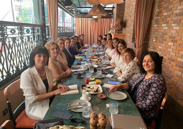 İYİ Parti Genel Başkanı Meral Akşener, Sputnik'in de aralarında bulunduğu basın kuruluşlarında yöneticilik yapan kadın gazetecilerle buluştu.