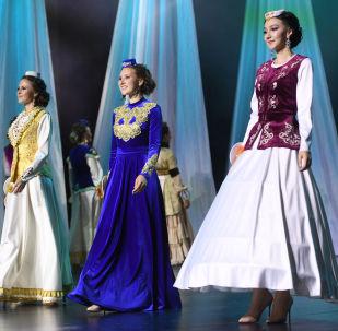 Kazan'daki 'Tatar Kızı' 2019 Güzellik Yarışması'ndan bir kare.