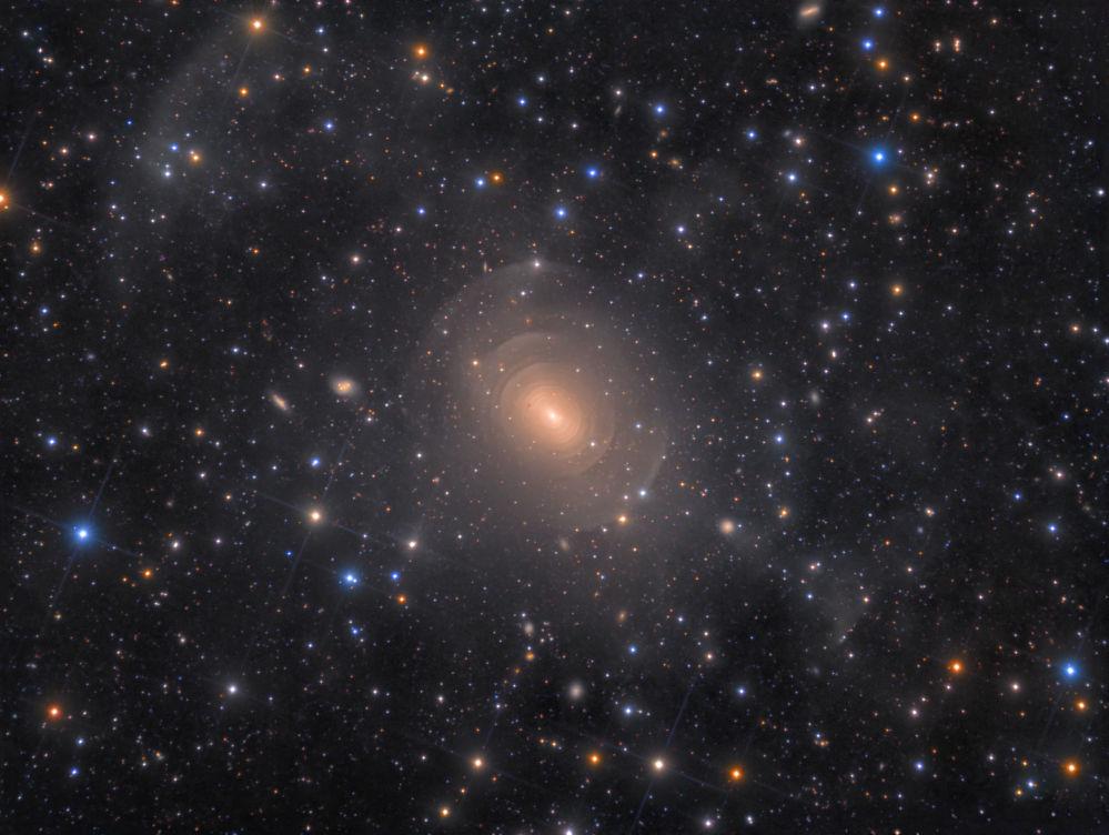 Yarışmanın Galaksiler kategorisinde birinci seçilen Danimarkalı fotoğrafçı Rolf Wahl Olsen'in NGC 3923 Galaksisi görüntüsü.