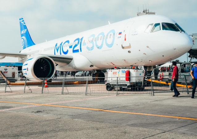 Rusya'nın, ilk uluslararası uçuşunu Teknofest'te yerini almak için İstanbul'a yapan yolcu uçağı MS-21-300