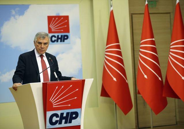 Cumhuriyet Halk Partisi (CHP) Genel Başkan Yardımcısı Ünal Çeviköz, parti genel merkezinde basın mensuplarına açıklamalarda bulundu.