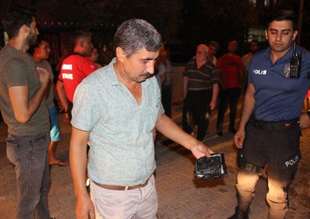 Adana'nın merkez Sarıçam ilçesinde bir kişinin babasına ait aracı kundakladığı iddia edildi.