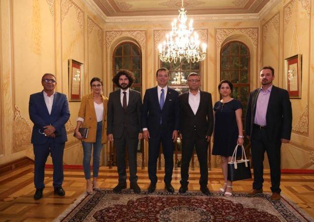 Hakkı Savunanlar Platformu başkanı ve bazı yöneticileri, İstanbul Büyükşehir Belediyesi Başkanı (İBB) Ekrem İmamoğlu ile bir araya geldi.