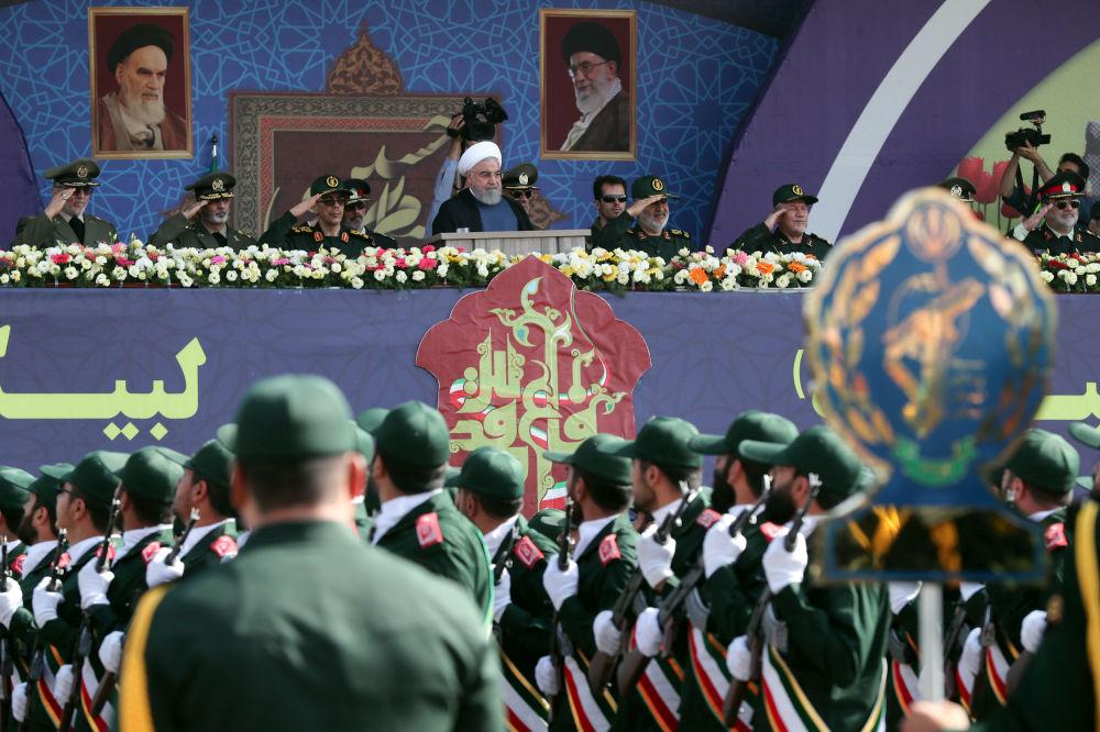 İran Cumhurbaşkanı Hasan Ruhani, İran-Irak savaşının başlamasının 39'uncu yıldönümü nedeniyle  başkent Tahran'daki Humeyni türbesinde düzenlenen askeri geçit töreninde konuştu.