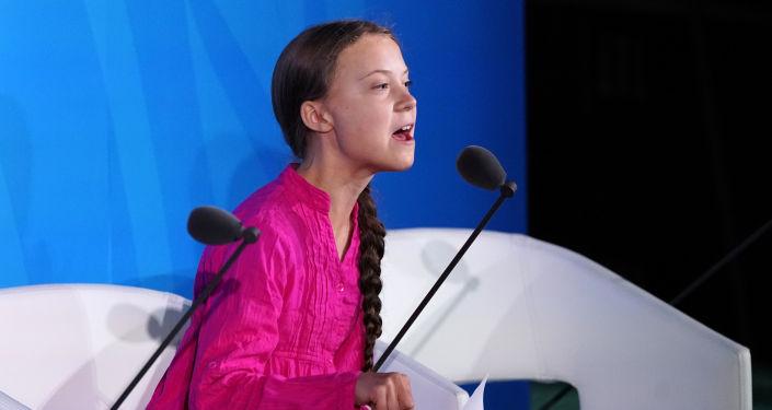 İsveçli iklim aktivisti 16 yaşındaki Greta Thunberg, Benim burada olmamam gerek, okyanusun ötesinde okulda olmam gerek. Sizler ne cesaretle bizden umut bekliyorsunuz. Boş sözlerinizle çocukluğumu ve hayallerimi çaldınız dedi.