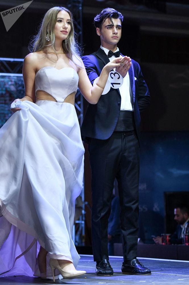 Bakü'de düzenlenen Miss & Mister Planet Azerbaijan 2019 Yarışmasının finalinine kalan yarışmacılar.