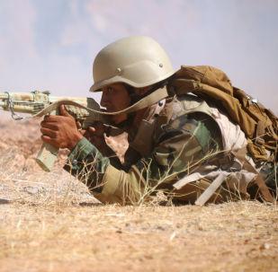 Suriye ordusunun elit birliklerinde görev alan askerlerden biri, Rusya Silahlı Kuvvetleri'nin düzenlediği özel eğitim kursu sırasında.