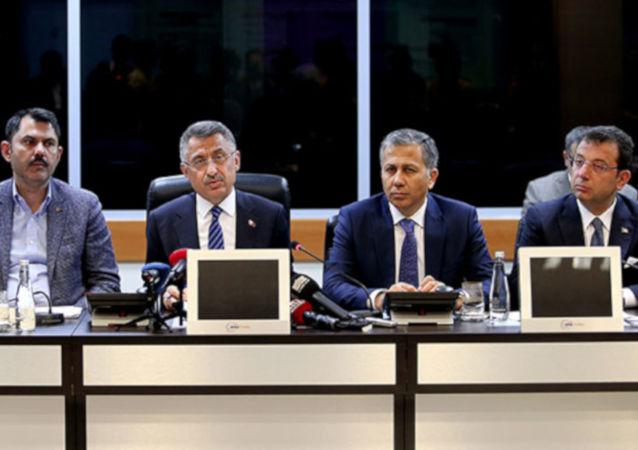 Cumhurbaşkanı Yardımcısı Fuat Oktay, İstanbul'daki deprem sonrası İstanbul Valisi Ali Yerlikaya ve İBB Başkanı Ekrem İmamoğlu'nun da katıldığı basın toplantsında