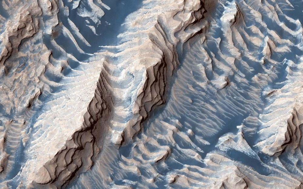 Mars Reconnaissance Orbiter uzay aracı tarafından çekilen Mars'taki Danielson Krateri'nin iç görüntüsü.