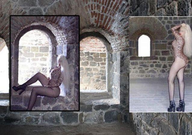 Erzurum'daki Aziziye Tabyası'nda mayolu fotoğraf çektiren kadına gözaltı