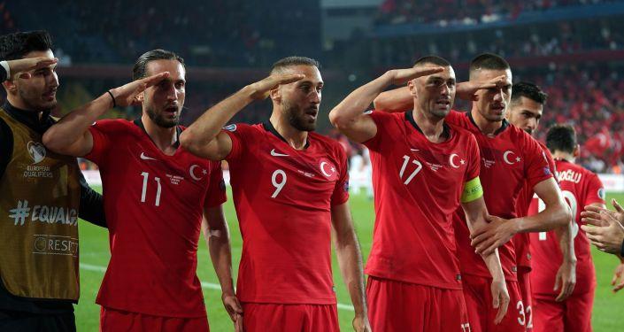 UEFA İletişim Direktörü Philip Townsend, Türkiye A Milli Takımı futbolcularının Arnavutluk maçında attıkları gol sonrası yaptıkları asker selamı için inceleme başlatacaklarını söyledi.