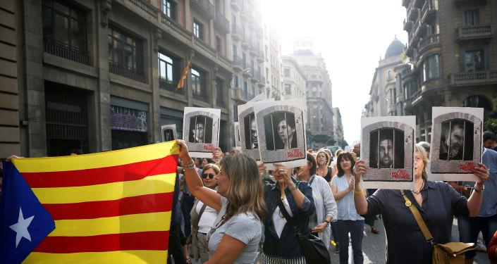 İspanya'da bağımsızlık yanlısı Katalan siyasetçilere hapis cezası