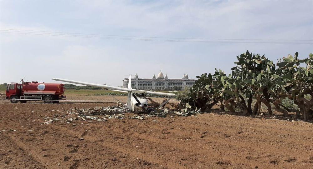 Antalya'nın Manavgat ilçesinde sivil eğitim uçağı düştü. Ulualan mevkisinde sivil eğitim uçağının düştüğü bilgisi üzerine, olay yerine çok sayıda itfaiye ve sağlık ekibi sevk edildi.