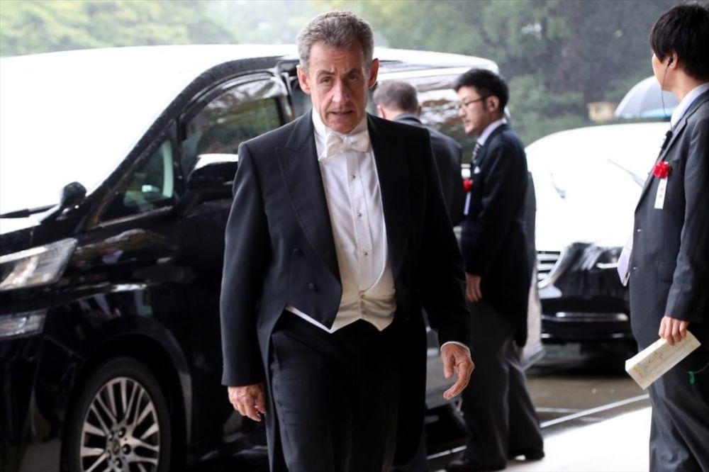 Fransa'nın eski cumhurbaşkanlarından Nicolas Sarkozy de törene katıldı.