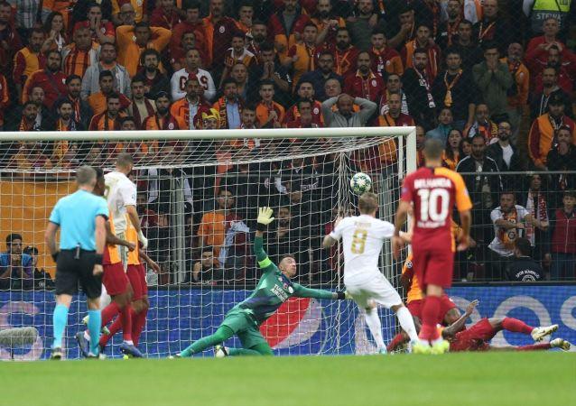 Galatasaray, UEFA Şampiyonlar Ligi A Grubu 3. hafta maçında İspanya temsilcisi Real Madrid ile Türk Telekom Stadı'nda karşılaştı.