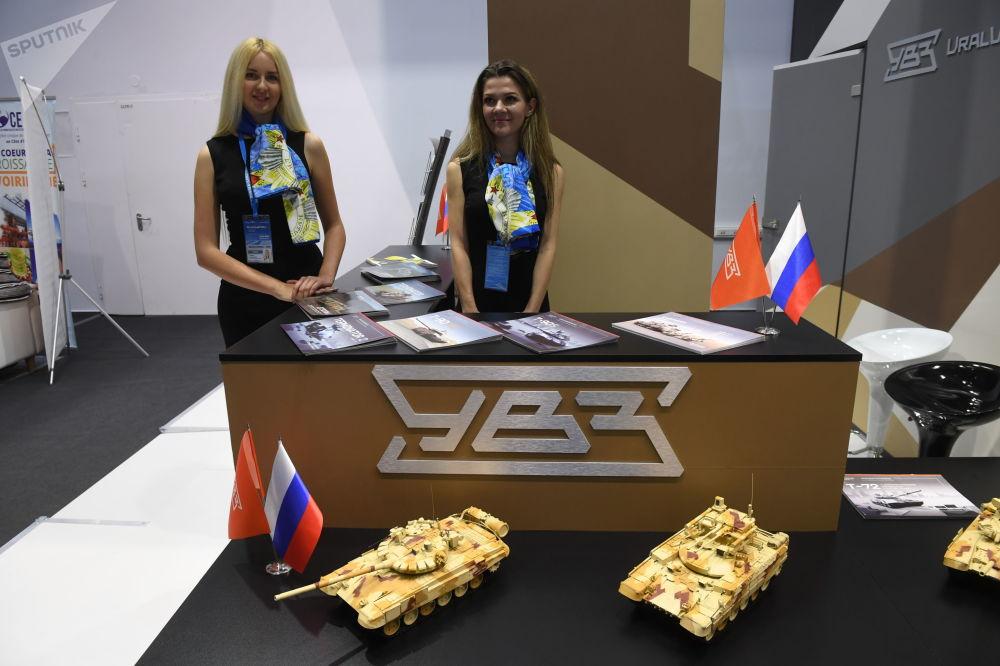 Soçi'deki Rusya-Afrika Zirvesi kapsamında savunma alanındaki ürünlerini tanıtan Rus savunma şirketi Uralvagonzavod'un (UVZ)  standı.