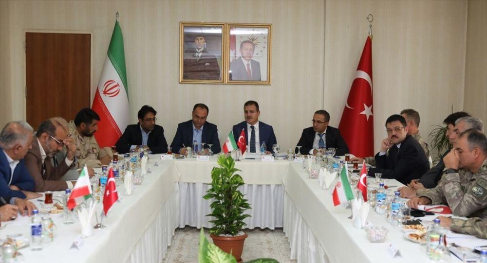 Türkiye ve İran arasında 'Alt Güvenlik Komite Toplantısı'nın 52.'si Hakkari'nin Yüksekova ilçesinde yapıldı. Hakkari Valiliği internet sitesinden yapılan bilgilendirmeye göre, Polisevi'ndeki toplantıya Vali İdris Akbıyık başkanlığındaki Türk heyeti ile Urumiye Valisi Alireza Molla Mohammadizade başkanlığındaki İran heyeti katıldı.