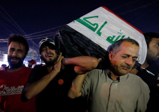 Irak'ın başkenti Bağdat ve güney kentlerde bugün yeniden başlayan hükümet karşıtı gösterilerde ölü sayısı 30'a yükseldi.