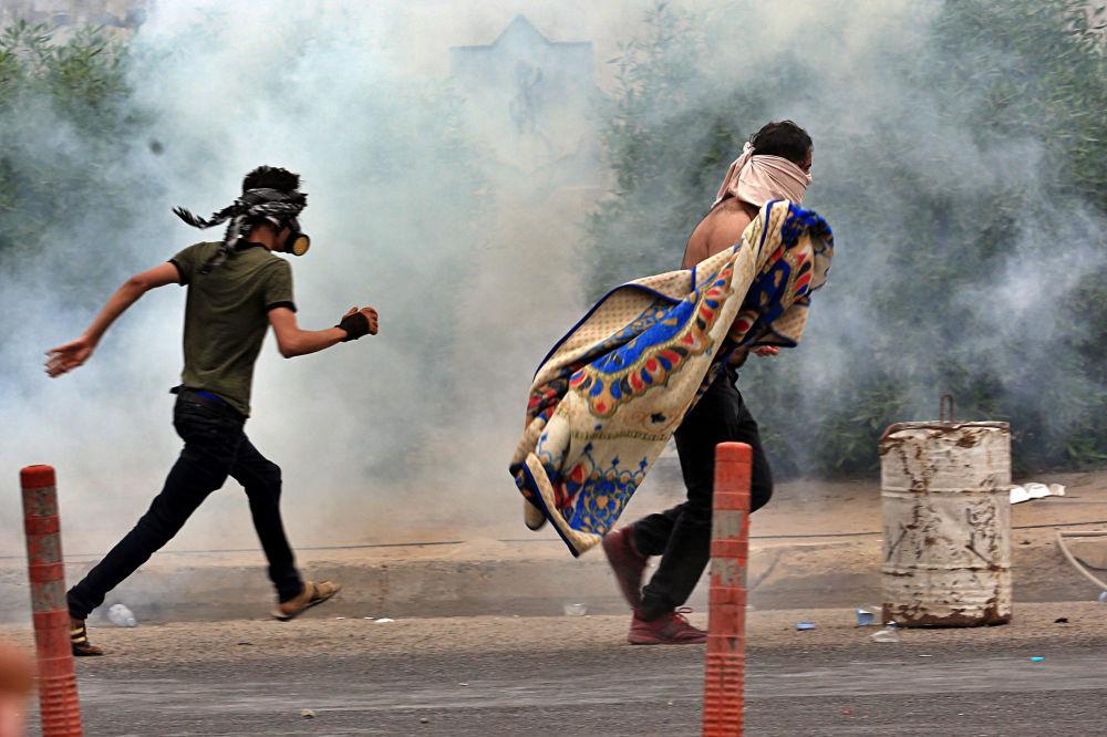 Cuma ve Pazar günü düzenlenen gösterilerde en az 69 Iraklı göstericinin hayatını kaybettiği duyurulmuştu.