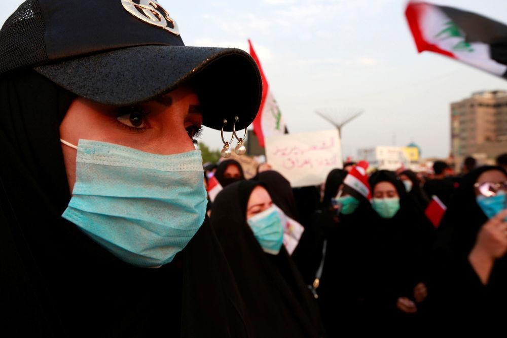 Kerbela kentinde  düzenlenen sokak göstrilerine katılan Iraklı kadınlar.