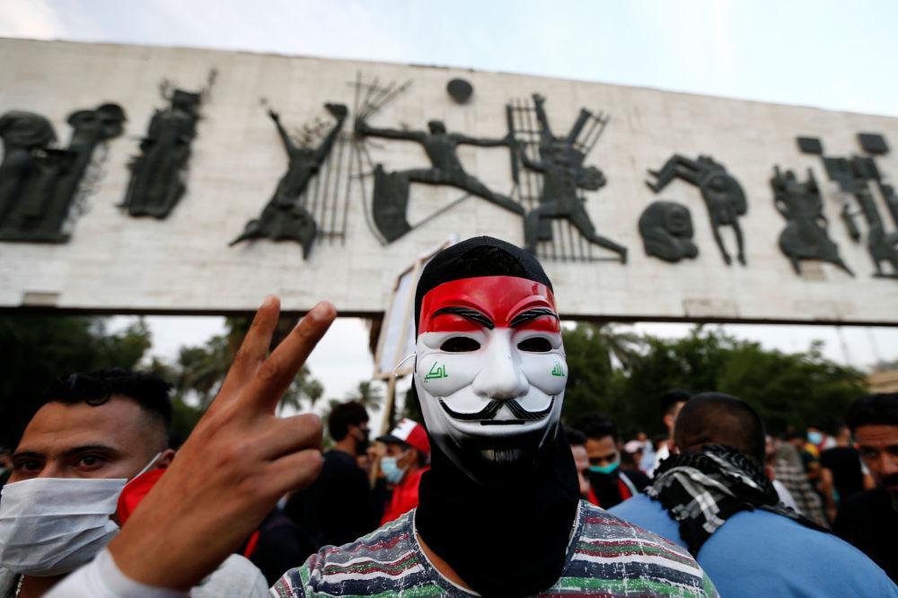 Bağdat'taki sokak gösterilerinin katılımcıları.