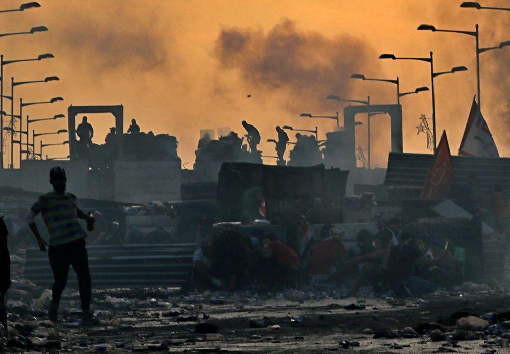 İşsizlik, yolsuzluk ve kamu hizmeti yetersizliği nedeniyle hükümet karşıtı gösterilerin devam ettiği İrak'ın başkenti Bağdat'tan bir kare.