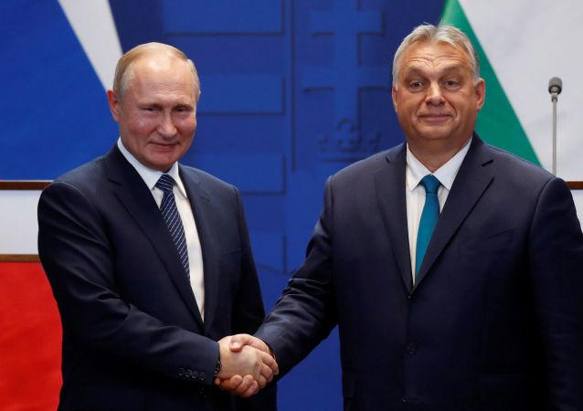 Rusya lideri Vladimir Putin, Macaristan Başbakanı Viktor Orban