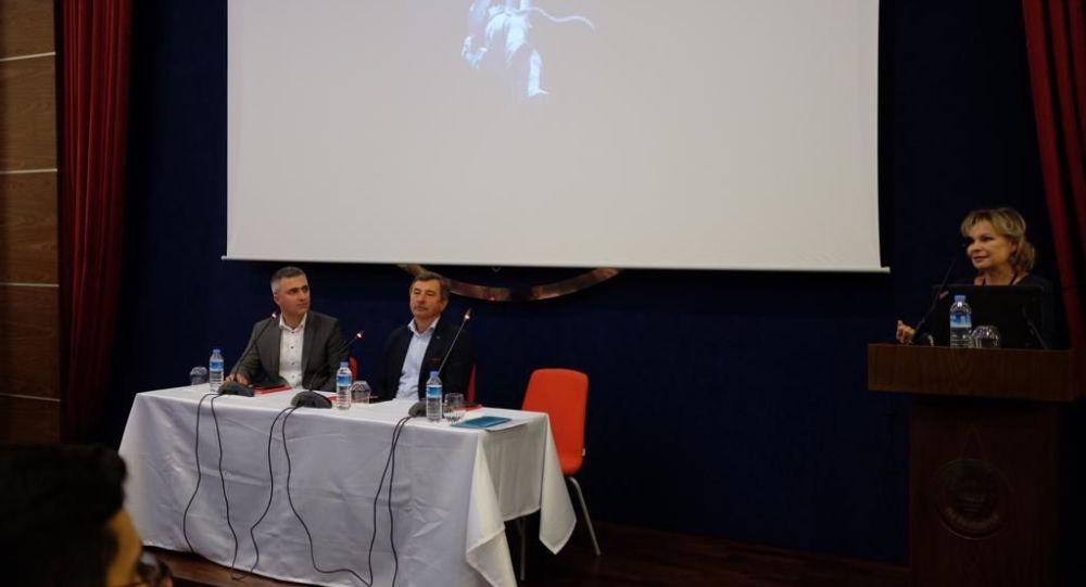 """Rus kozmonot Aleksandr Lazutkin, TED Üniversitesi'nde Rus Dili ve Kültür Merkezi (RUSMER) işbirliği ile """"II. Uzaya Doğru Konferansı""""nda öğrencilerle buluştu."""