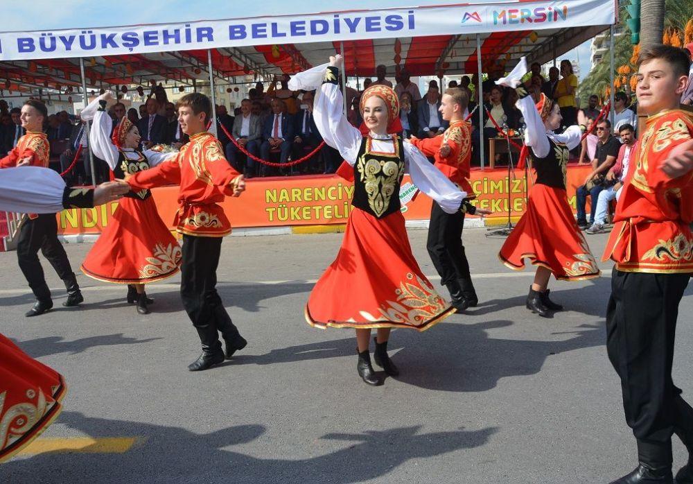 Mersin Narenciye Festivalinde Rusya Dans Ekibinin gösterimi yoğun ilgi gördü