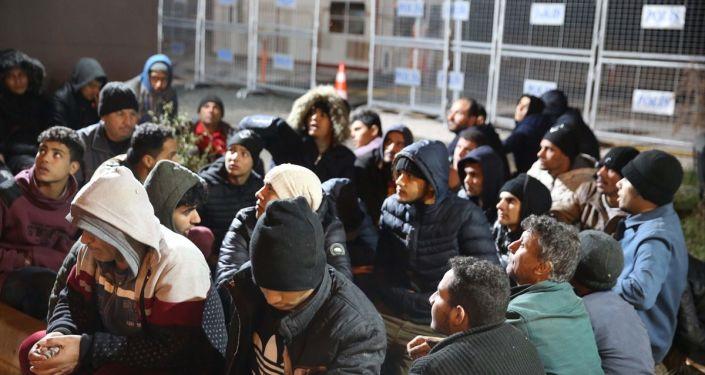 Edirne'de, Yunanistan'ın darbedip Türkiye'ye zorla gönderdiği ileri sürülen 252 sığınmacı yakalandı.