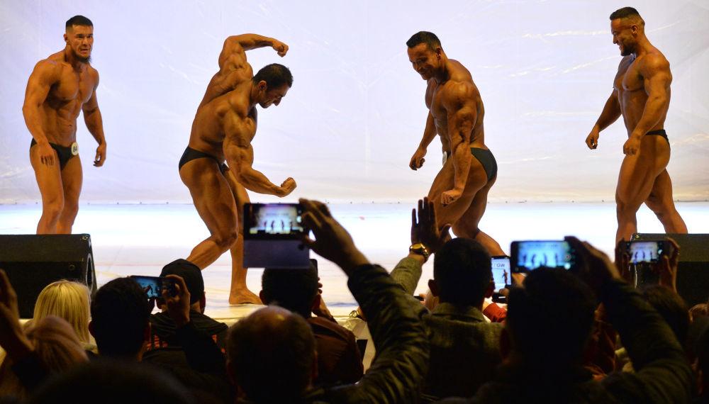 Kırgızistan'ın çeşitli spor kulüplerinden  sporcular, farklı kategorilerde şampiyonluk birinciliği için yarıştı.