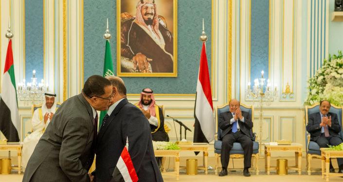 Yemen hükümeti ile Birleşik Arap Emirlikleri'nin (BAE) desteklediği ayrılıkçı Güney Geçiş Konseyi arasındaki krizi sona erdirmesibeklenenRiyadAnlaşması imzalandı.