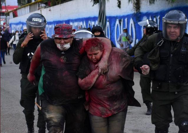 Bolivya'da Vinto Belediye Patricia Arce Guzman, kaçırılıp türlü eziyetten geçirildikten sonra polise 'teslim edildi'.