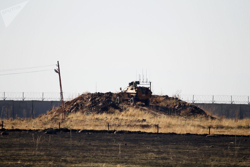 Konvoyun hareketi Rus askeri polislerinin Orlan-10 insansız hava aracı ile eş zamanlı olarak takip edildi.