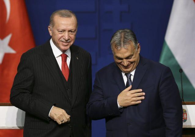 Türkiye Cumhurbaşkanı Recep Tayyip Erdoğan (fotoğrafta) ve Macaristan Başbakanı Orban, Başbakanlık Ofisi'ndeki Yüksek Düzeyli Stratejik İşbirliği Konseyi Toplantısı'nın ardından ortak basın toplantısı düzenledi.
