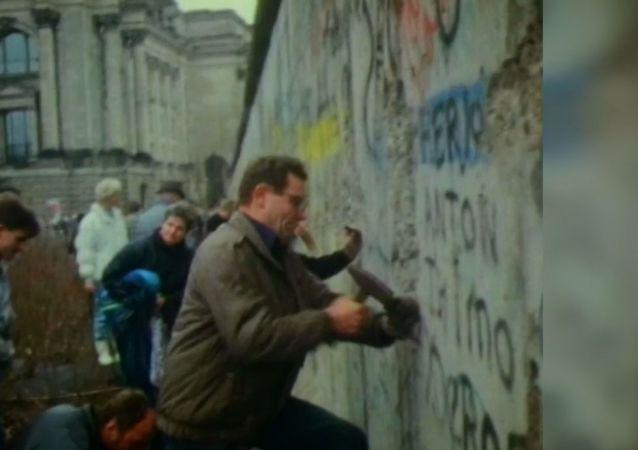 Soğuk Savaş'ın sembolü Berlin Duvarı'nın yıkılışının 30. yıldönümü
