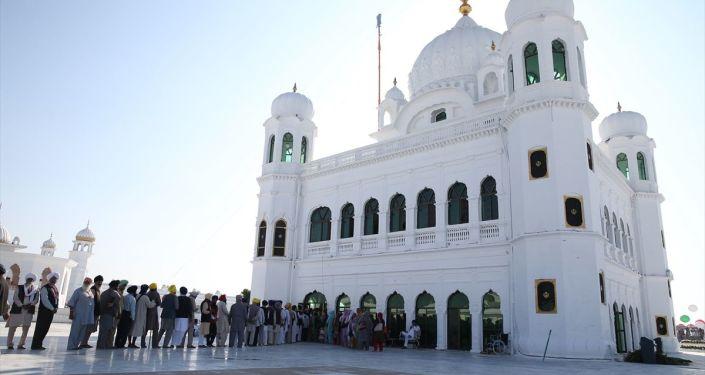 Pakistan'daki, Sihizmin en önemli dini mekanı olan Gurdvara Darbar Sahip tapınağına Hindistanlı hacıların vizesiz girmesini sağlayan Kartarpur Koridoru, Sihizmin kurucusu Baba Nanak'ın 550. doğum gününde açıldı.