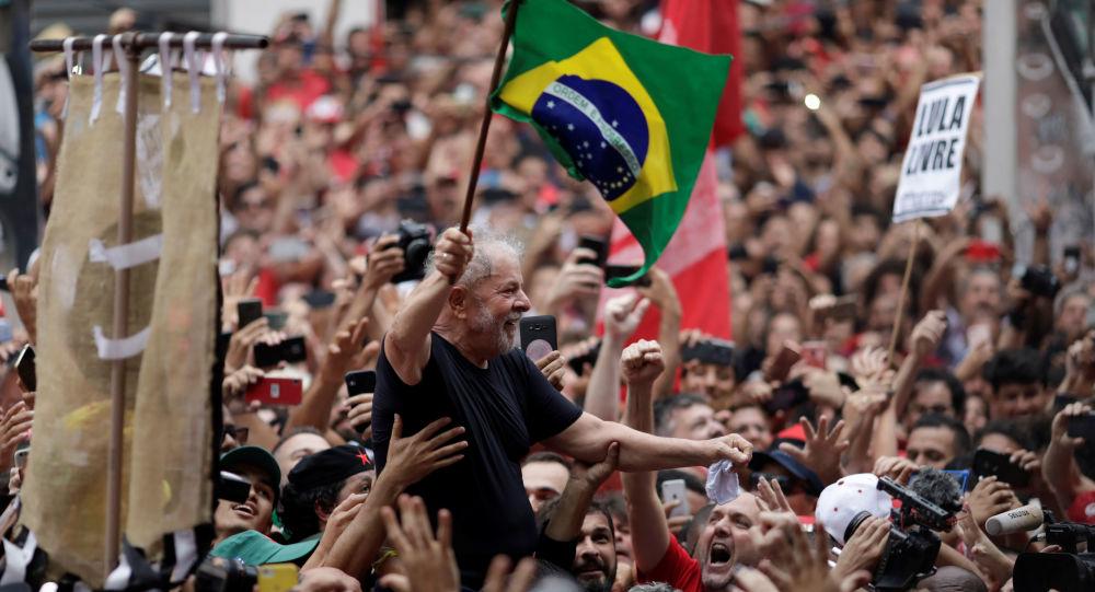 Eski Brezilya Devlet Başkanı Luiz Inacio Lula Da Silva, tahliye edilmesinin ardından binlerce destekçisine seslendi.