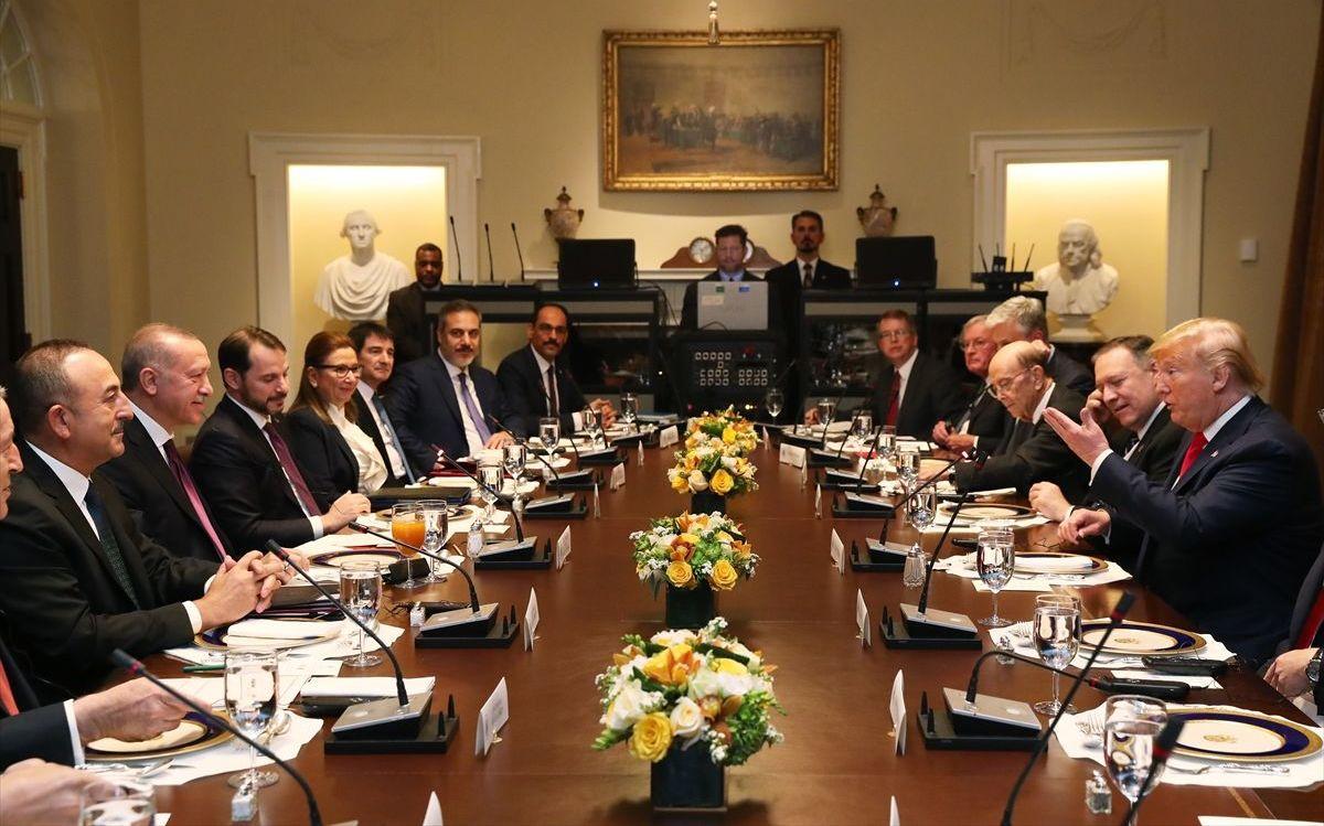 Türkiye Cumhurbaşkanı Recep Tayyip Erdoğan ve ABD Başkanı Donald Trump baş başa görüşmenin ardından heyetler arası çalışma yemeğine iştirak ettiler.
