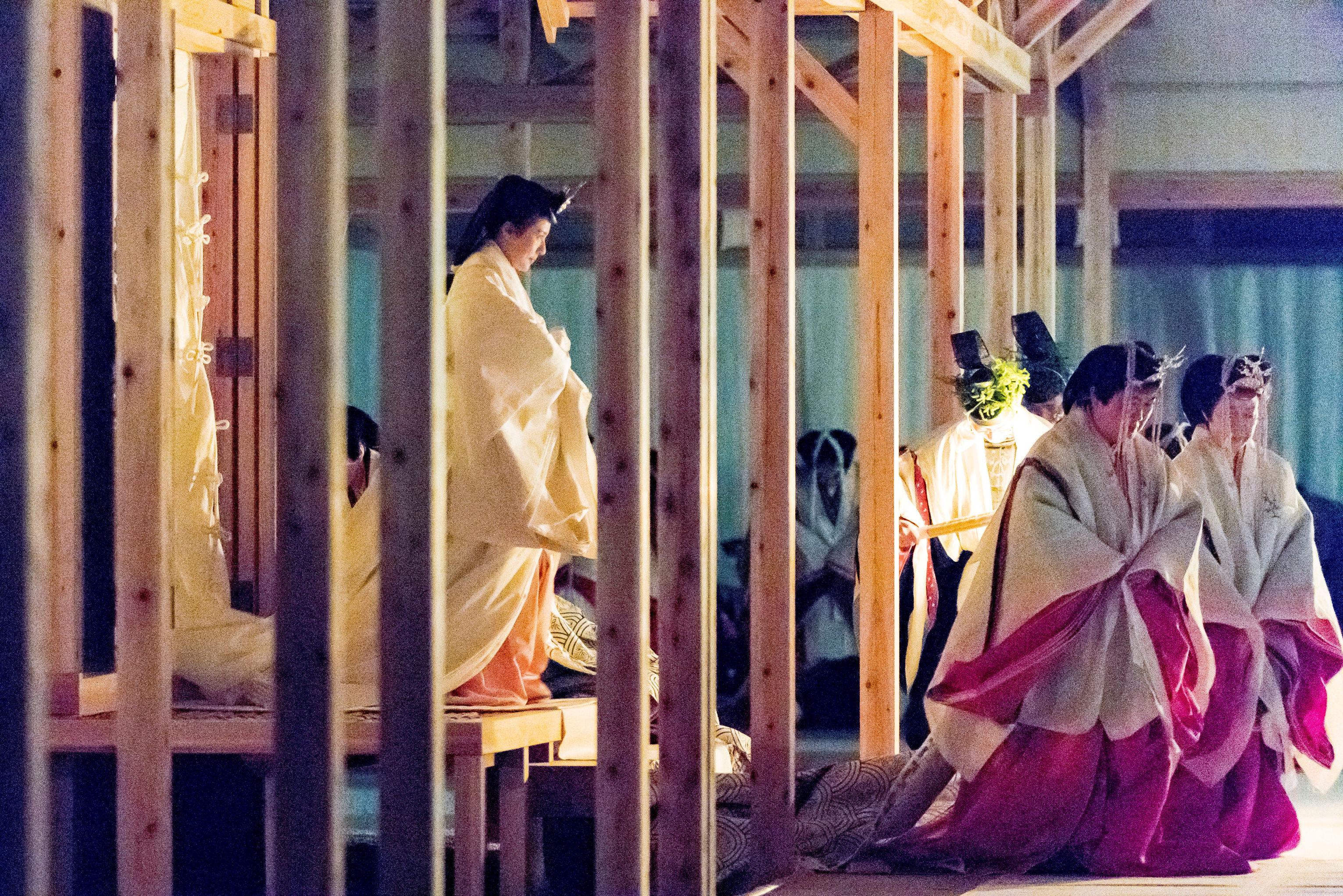 18.30'dan 03.15'e dek süren 'Daijosai'de İmparatoriçe Masako ile beraberindekiler de üzerlerine düşen rolü yerine getirdi.