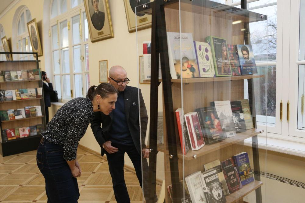 'Türk edebiyatından Rusçaya çeviriler' başlıklı sergide 20. yüzyılın ortalarından günümüze kadar yapılan çeviri eserlerin bir retrospektifi görülebilir.